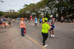Los corredores duran a camaradas Marathon 2014 de la colina Imagenes de archivo