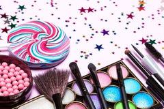 Los cosméticos decorativos para la celebración de días festivos componen Fotos de archivo libres de regalías