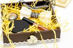 Los cosméticos fijados están en la caja Fotografía de archivo libre de regalías