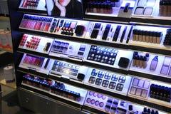 Los cosméticos venden la exhibición al por menor fotografía de archivo libre de regalías