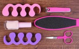 Los cosméticos y los accesorios para la manicura o pedicura, concepto de pie, mano y clavo cuidan Foto de archivo