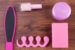 Los cosméticos y los accesorios para la manicura o pedicura, concepto de pie, mano y clavo cuidan Foto de archivo libre de regalías
