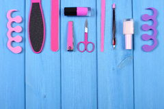Los cosméticos y los accesorios para la manicura o pedicura, concepto de pie, mano y clavo cuidan, copian el espacio para el text Imagen de archivo