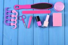 Los cosméticos y los accesorios para la manicura o pedicura, concepto de pie, mano y clavo cuidan, copian el espacio para el text Foto de archivo libre de regalías