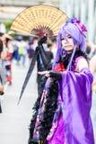los cosplayers se visten como los caracteres de la historieta y del juego Foto de archivo