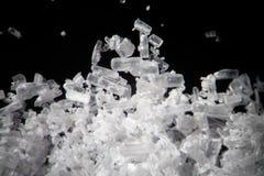 Los cristales de la creatina por el microscopio parecen metanfetamina Suplemento dietético atlético en primer del supermacro de l Fotos de archivo libres de regalías