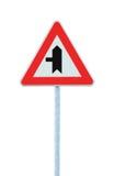 Los cruces que advertían la muestra de carretera principal con los posts de poste, salida de la mano izquierda, vertical aislaron Imágenes de archivo libres de regalías