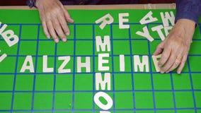 Los crucigramas para los ancianos, ayudan a mejorar memoria y los brainrosswords para los ancianos, ayudar a mejorar memoria y el almacen de video