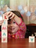 Los cubos de la muchacha y del juguete Fotografía de archivo libre de regalías