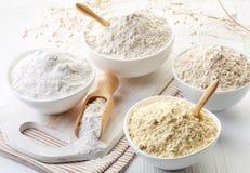 Los cuencos de gluten liberan la harina Fotografía de archivo