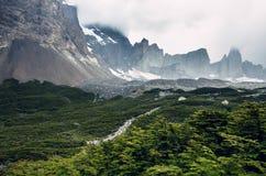 Los Cuernos i den Torres del Paine nationalparken i Chile Royaltyfria Foton