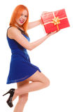 Los días de fiesta aman el concepto de la felicidad - muchacha con la caja de regalo Foto de archivo