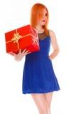 Los días de fiesta aman el concepto de la felicidad - muchacha con la caja de regalo Foto de archivo libre de regalías