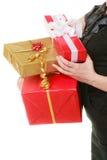 Los días de fiesta aman el concepto de la felicidad - muchacha con las cajas de regalo Imágenes de archivo libres de regalías