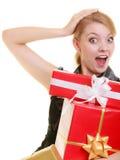 Los días de fiesta aman el concepto de la felicidad - muchacha con las cajas de regalo Foto de archivo libre de regalías