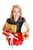 Los días de fiesta aman el concepto de la felicidad - muchacha con las cajas de regalo Foto de archivo