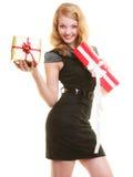 Los días de fiesta aman el concepto de la felicidad - muchacha con las cajas de regalo Fotografía de archivo