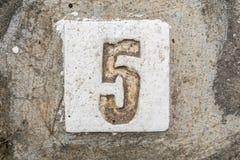 Los dígitos con hormigón en la acera 5 Fotos de archivo