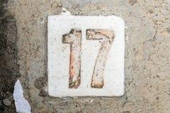 Los dígitos con hormigón en la acera 17 Foto de archivo libre de regalías