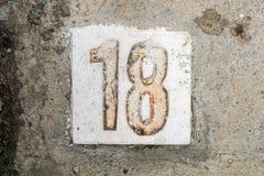 Los dígitos con hormigón en la acera 18 Imágenes de archivo libres de regalías
