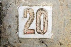Los dígitos con hormigón en la acera 20 Imagen de archivo libre de regalías