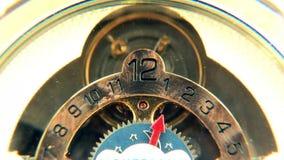 Los dígitos del reloj de tiempo hacen frente a la mano del minuto segundo de la hora almacen de video