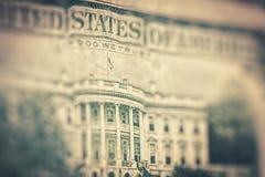 Los dólares de EE. UU. de fondo, estilo del reto entonaron la foto con Fotos de archivo libres de regalías