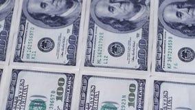 Los dólares, los billetes de banco americanos giran almacen de video