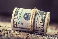 Los dólares rodaron el primer de los billetes de banco Dólares del americano del dinero del efectivo Opinión del primer de la pil imágenes de archivo libres de regalías