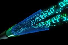 Los datos de Digitaces atraviesan el alambre óptico Imagenes de archivo