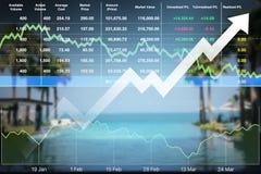 Los datos del márketing de negocio con la flecha para arriba muestran beneficio y éxito Imagen de archivo libre de regalías