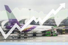 Los datos del márketing de negocio con la flecha para arriba muestran beneficio y éxito adentro Imágenes de archivo libres de regalías