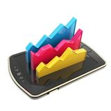 Los datos estadísticos sobre el teléfono elegante defienden la superficie aislada Fotografía de archivo