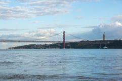 Los 25 de Abril Bridge Imagen de archivo