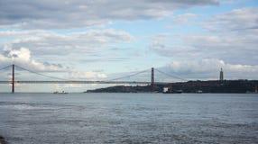 Los 25 de Abril Bridge Fotos de archivo libres de regalías