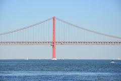 Los 25 de Abril Bridge en Lisboa, Portugal Imágenes de archivo libres de regalías