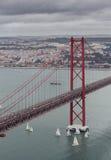 Los 25 de Abril Bridge en Lissabon, Portugal Imagen de archivo libre de regalías
