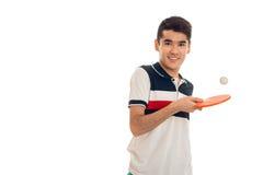 Los deportes jovenes de Cutie sirven jugar al ping-pong que sonríe en la cámara aislada en el fondo blanco Fotografía de archivo libre de regalías