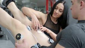 Los deportes se cuidan, restauración de músculos almacen de metraje de vídeo