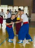 Los deportes y la danza de los participantes agrupan la preparación para el performanc Fotografía de archivo