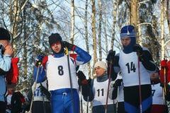 Los deportistas se preparan para el comienzo Imagenes de archivo