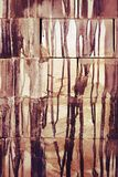 Los descensos de la pintura fluyen abajo del ladrillo Fotografía de archivo
