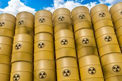 Los desechos radioactivos barrels - la basura nuclear que descarga concepto Ilustración del Vector
