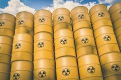 Los desechos radioactivos barrels - la basura nuclear que descarga concepto stock de ilustración