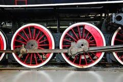 los detalles de las ruedas de una locomotora del tren imagen de archivo