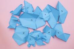 Los detalles y las partes del papercraft proyectan para las figuras de junta del papel o de la cartulina Imagenes de archivo