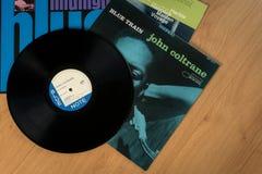 Los discos de vinilo de John Coltrane, de Herbie Hancock y de Kenny Burrell fotografía de archivo libre de regalías