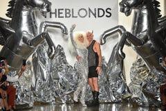 Los diseñadores David Blond y Phillipe Blond aparecen en la pista en el desfile de moda de Blonds Fotos de archivo libres de regalías