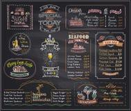 Los diseños de la pizarra de la lista del menú de la tiza fijaron para el café o el restaurante Imagenes de archivo