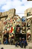 Los distribuidores autorizados kurdos tradicionales de la alfombra fotos de archivo libres de regalías